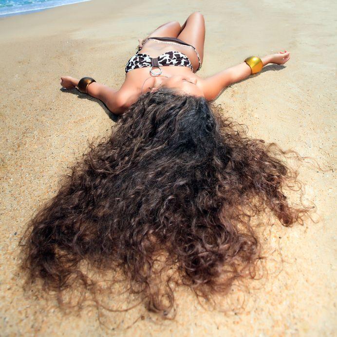 cabello-playa-arena-cuidados-sol