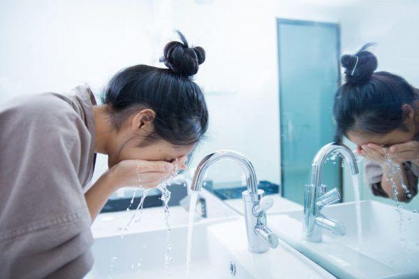 consejos-tips-rutina-10-antes-dormir-limpieza-rostro