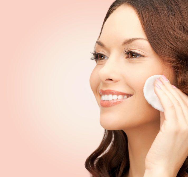 consejos-para-disminuir-la-rojez-en-la-cara-con-tu-rutina-de-maquillaje