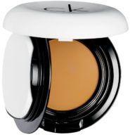 calvin-klein-base-de-maquillaje-compacta-honey-9-9-g