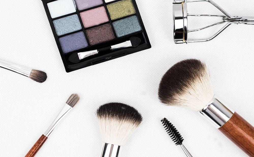 errores-maquillaje-que-hacen-parecer-mas-grande-cosméticos-belleza-2017